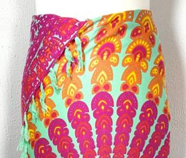Sarong pauw, multi color. Symbool van onsterfelijkheid.