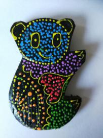 Koelkast magneetje beer. Beschilderd door de Balinese aboriginals, de Bali Aga. 6,5 x 4 cm.