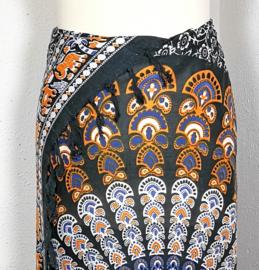 Sarong pauw, blauw/zwart/oker/wit. Symbool van onsterfelijkheid.