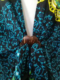 Sarong vest pauw, aqua/ citroen/zwart. Symbool van onsterfelijkheid. 100% rayon, met sarong knoop.
