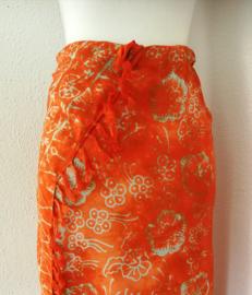 Batik sarong 'orange Dream'. 115x150 cm met sarongknoop. 100 % rayon.