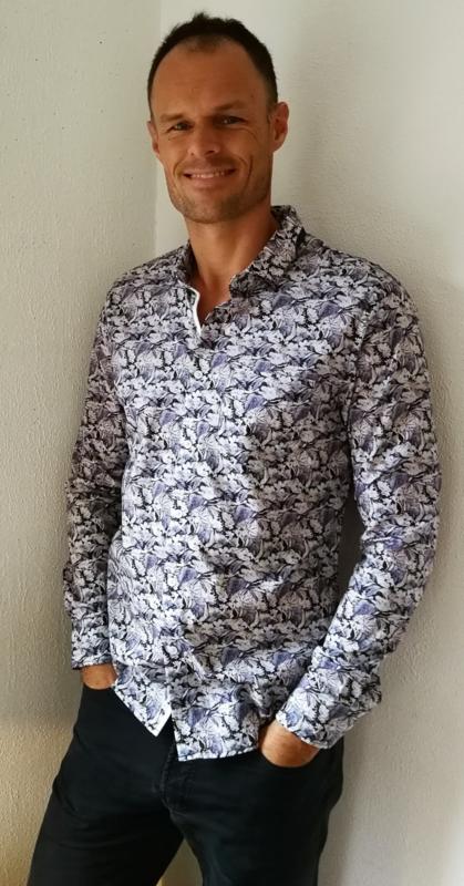 Blouse/overhemd. Balinese L wijdte 100 cm Mouwlengte 64 cm. Met cutaway boord. Zacht katoen.