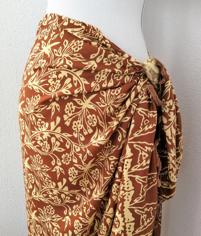 Batik sarong 'nature'. 115x150 cm met sarongknoop. 100 % rayon.