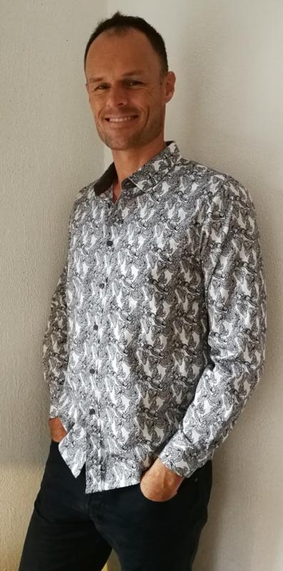 Batik blouse  op-art blad. Balinese L. Lengte 74 cm, wijdte 100 cm, mouwlengte 61 cm.   Zacht katoen. Ned. kleding maat 48.