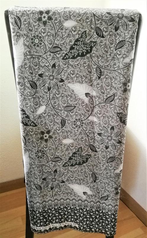 Schitterende Micro Silk. Authentieke stof uit Java. 2.50 x1.10 meter. Geweven in Djokjakarta.
