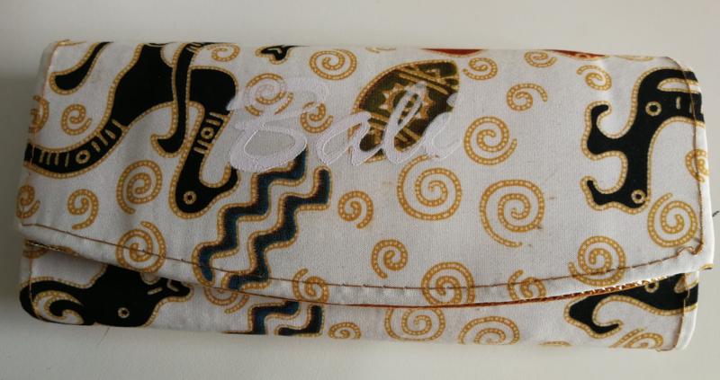 Batik Bali portemonnee. Met rits en twee grote vakken.  17x8 cm.