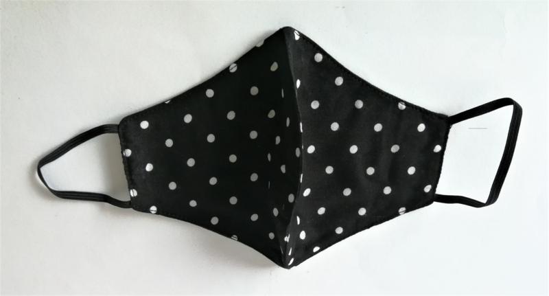 Batik mondkapje zwart/wit.