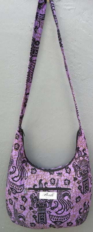 Batik schoudertas 38 x 29 cm. Hoofdvak en zijvak met rits. Gevoerd.