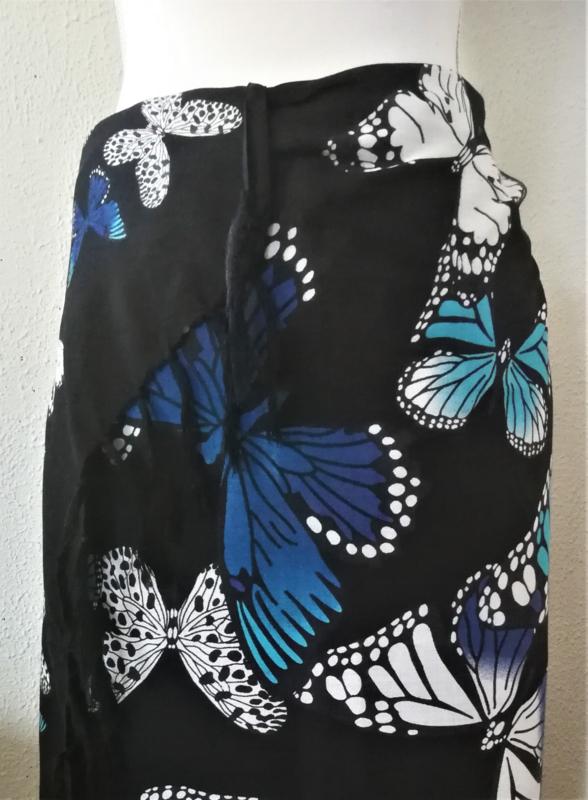 Sarong Bali kupu-kupu zwart. Symbool voor transformatie.115 x 175 cm. 100% rayon (kunstzijde) wasbaar op 30 graden. Met sarongknoop.
