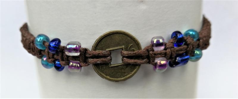 Macramé bracelet choklat. Met Balinees geluksmuntje, 29 cm.