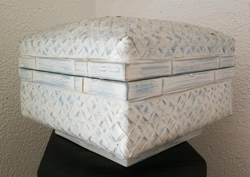Opbergdoos zachtblauw white wash. Van zwaar verstevigd bamboe. 24x24x13 cm.