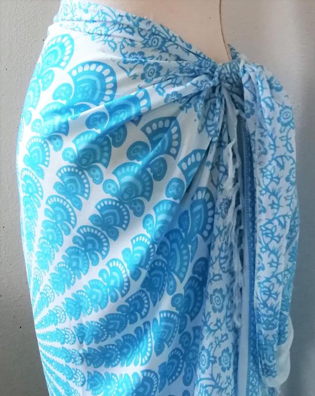 Sarong Pauw 115 x 150 cm 100% rayon. Met sarongknoop.