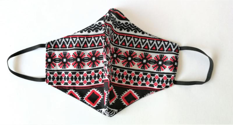 Batik mondkapje rood/wit/zwart.