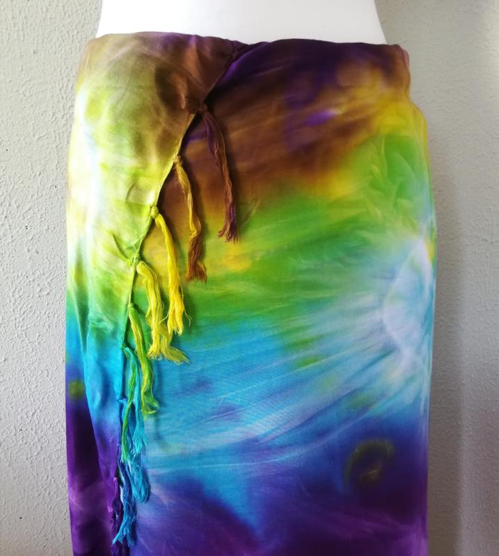 Sarong Tie dye empat. 115x150 cm 100% Rayon (kunstzijde) wasbaar op 30 graden. Met sarongknoop.