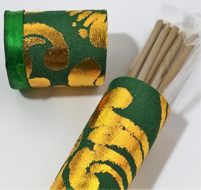 Koker van Harum Bali met 10 Lotus incense sticks. Kleuren kokers kunnen varieren.