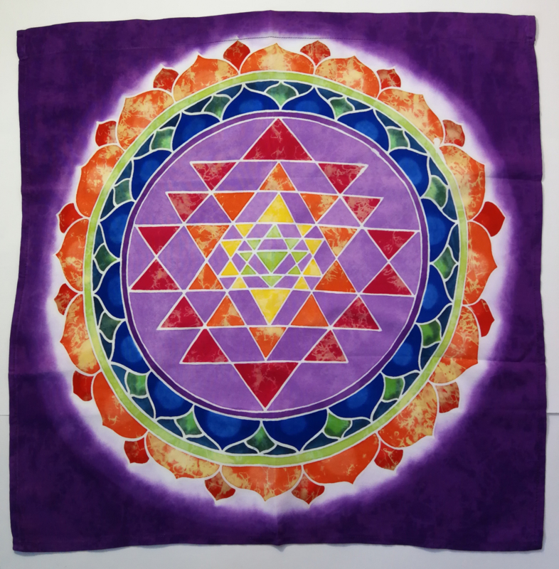 Meditatie doek 'Sahasrara'. Mantra 'Om Mani Padme Hum'. Batik uit Ubud, 50x 50 cm. Met tunnel voor stok of koord.