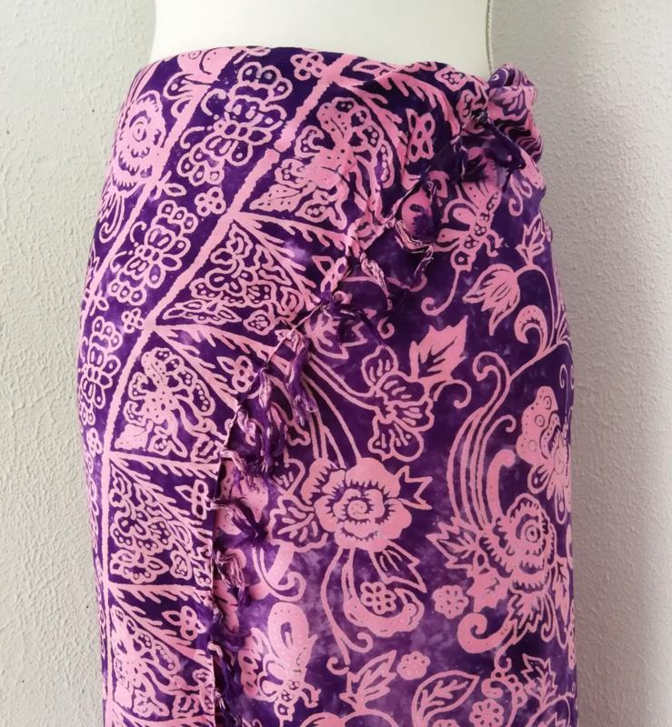 Batik sarong 'Bali Art dua'. 115x160 cm met sarongknoop. 100 % rayon.