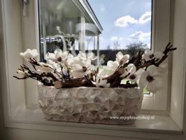 Schelpenbak wit opgemaakt met magnolia