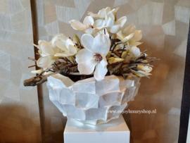 Schelpenvaas Bowl opgemaakt met magnolia (parelmoer wit)