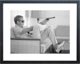 Fotolijst zwart wit foto Steve McQueen pistool