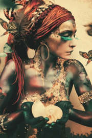 AluArt Kunstwerk - Ibarra Woman with butterflies (verticaal)