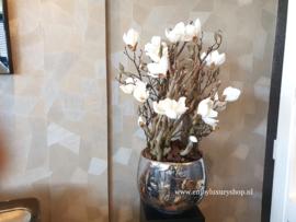 Luxe pot chroom opgemaakt met magnolia
