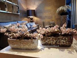 Schelpenbak bruin/rosé opgemaakt met bloesems