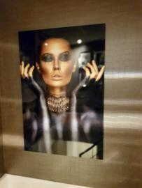 AluArt Kunstwerk - Beautiful woman portrait Gold Black Colors