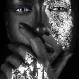 AluArt - Dark-skinned Girl with silver foil