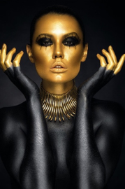 AluArt Kunstwerk - Beautiful woman portrait Gold Black Colors