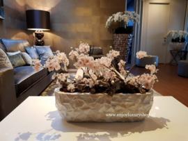 Schelpenbak wit opgemaakt met bloesems
