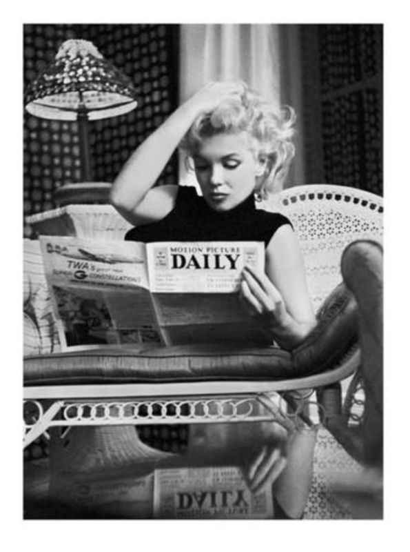 Spiegellijst Marilyn Monroe Reading Daily (70x90)