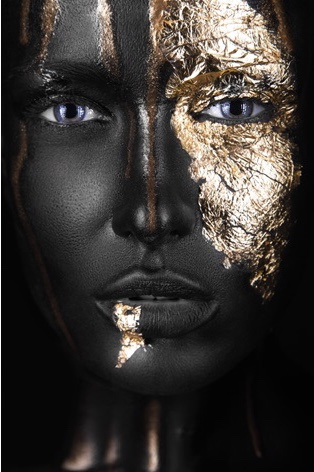 AluArt Kunstwerk - Dark-skinned Girl close up