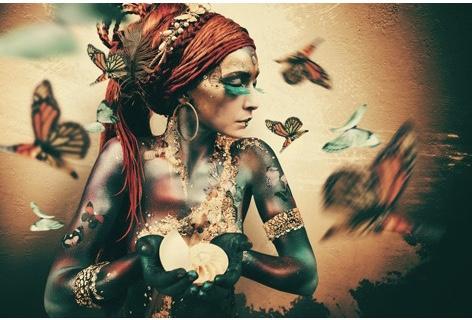 AluArt Kunstwerk - Ibarra Woman with butterflies (horizontaal)