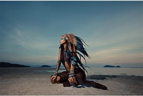 AluArt Kunstwerk - Indian Woman outdoor