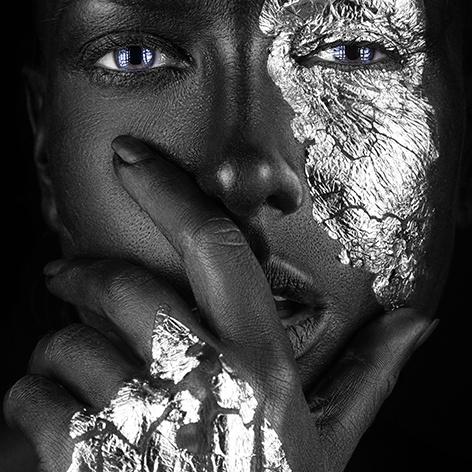 AluArt - Dark-skinned Girl with silver foil