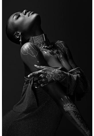 AluArt - Black Woman bodyart (black/white) 120x180