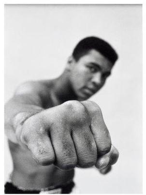 Spiegellijst met poster Muhammad 'Fist'