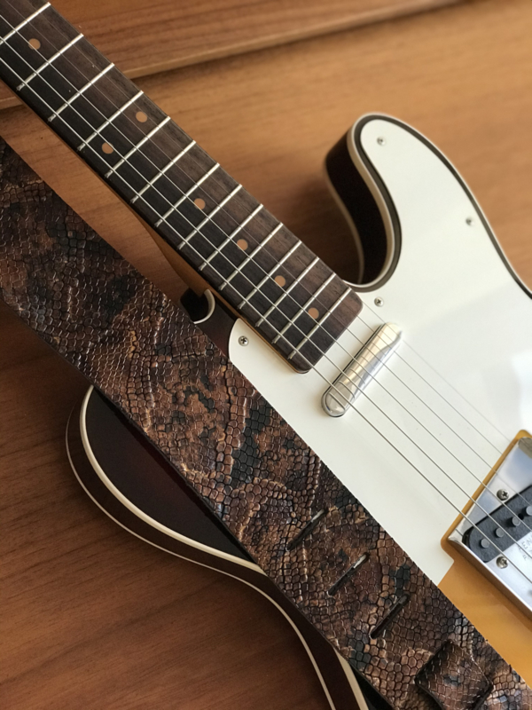 LIAM'S Lederen verstelbare gitaarband donkere croco print goud/bruin - limited run - guitar strap