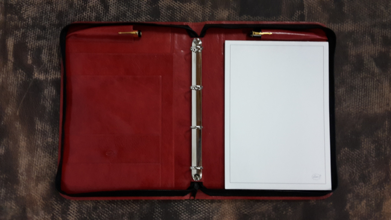 Writing Case A4, 4 rings, with insert pockets and pen loops.