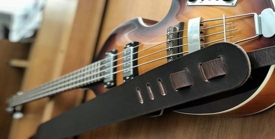 Bas gitaar band leer tuig breed muziek instrument kado cadeau zwart bass guitar guitarstrap bass st