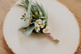 Houten hartjes voor bloemencorsage