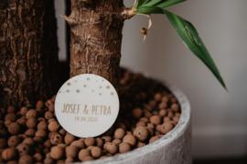Houten ronde corsage stippen | gepersonaliseerd
