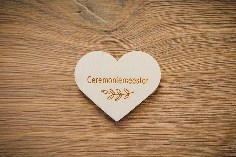 Houten hartjes corsage | ceremoniemeester