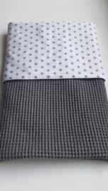Dekentje (donker grijs/wit met grijze sterretjes)