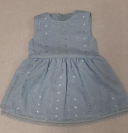 Lief jurkje in blauwe broderie maat 74