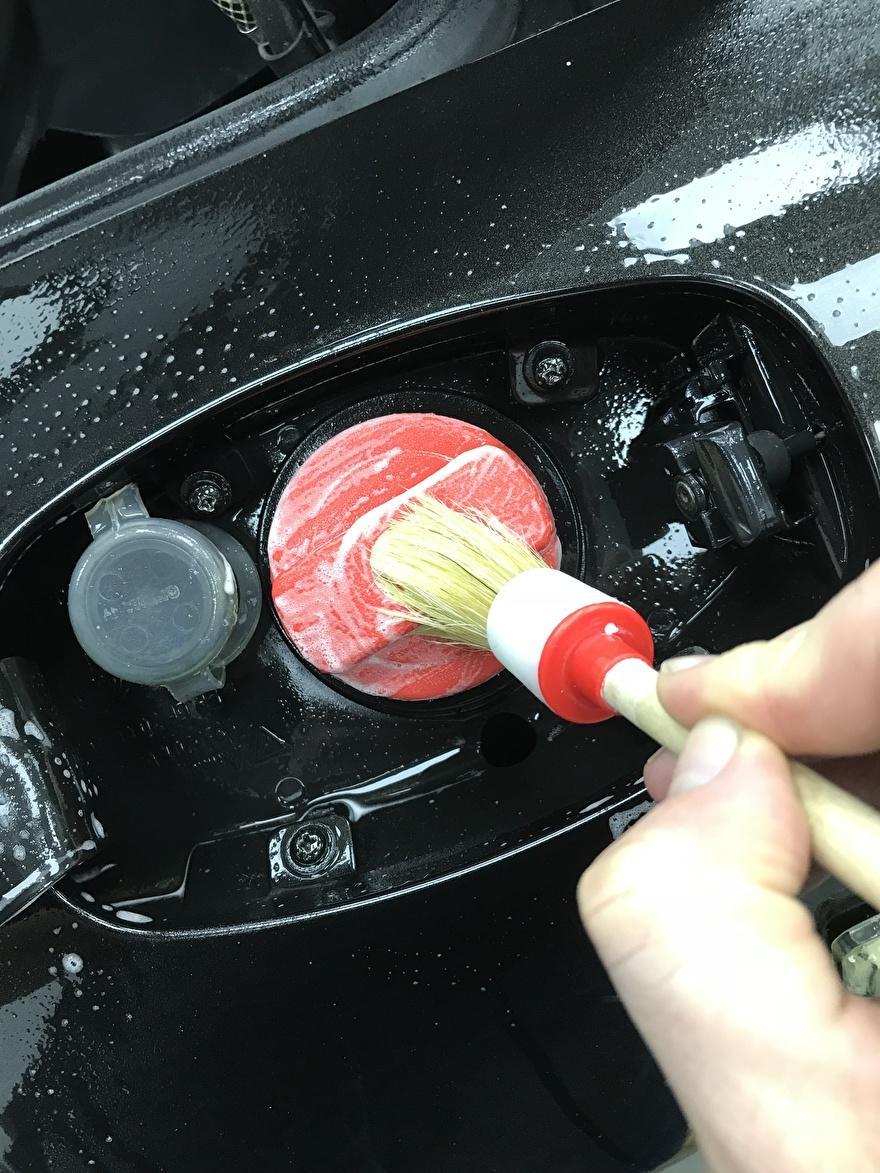 Porsche Carrera 4S detail wash