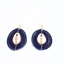 Masai Beads Schelp oorbellen zwart