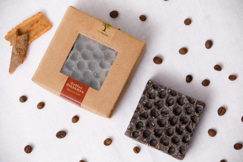 Last Forest Edge Beeswax Soap Coffee & Cinnemon set van 2