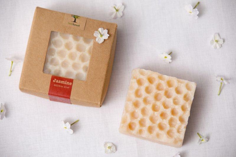 Last Forest Edge Beeswax Soap Jasmine set van 2